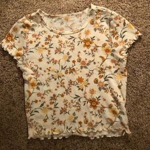 American Eagle lettuce edged cropped tee